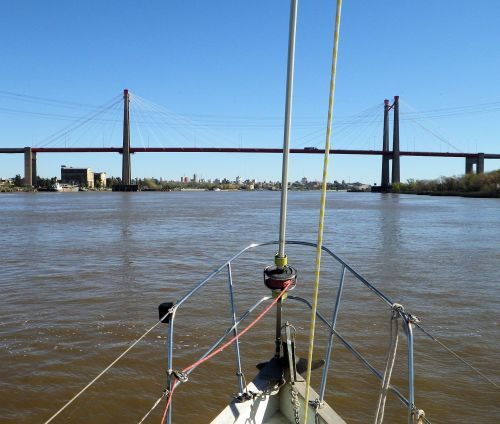 Ok. Bridge ahead, no indication on chart of its height. Slow, slow. Lose the mast and it's all over.